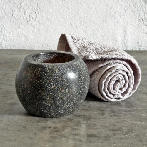 Teelichthalter aus Flussstein